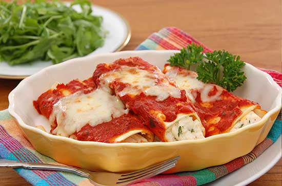 manicotti-filled-with-with-cheese
